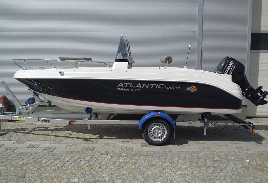 Atlantic Marine 580 Day Cruiser 1